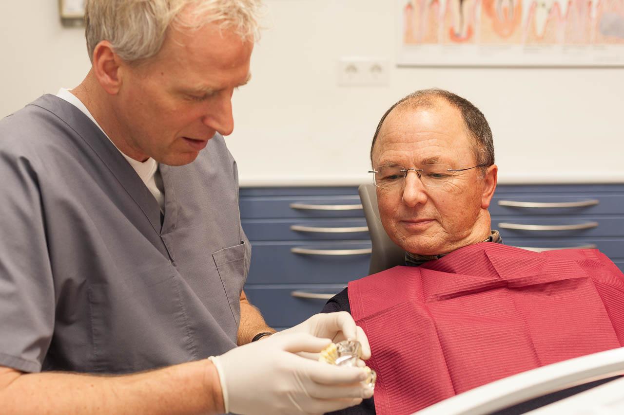 Patientengespräch beim Zahnarzt